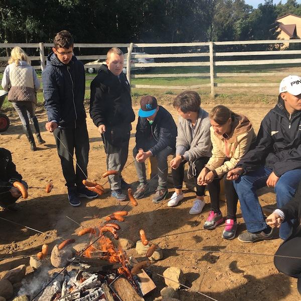 Spotkanie przy ognisku w Jarzębiej Łące w ramach projektu z Hipoterapii