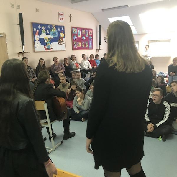 Jasełka i wspólne kolędowanie z uczniami ze Szkoły w Starym Kraszewie